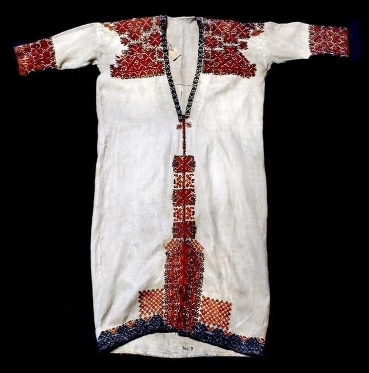 Коллекции Кунсткамеры   Рубаха женская. Мордва. Середина XVIII в. Холст, нить шерстяная.