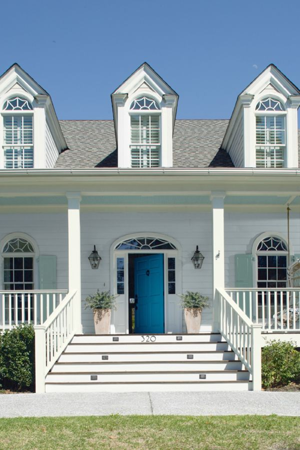 Make a statement and add curb appeal to your home. Start with a Distant Gray OC-68 base color and accentuate your home's trim detail with Harbor Haze and Cool Blue 2058-40.