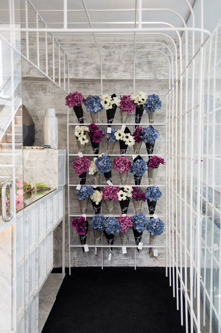 """""""Flowers perpetuate moments""""Michelle Pourroy is a flower designer based in Guadalajara, México.She specialises in event decoration and now she opened a new flower shop where anyone can get access to her amazing creations.Our job was to create a brand s…"""