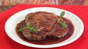 Ricetta Entrecote al vino: L'entrecote al vino è un secondo piatto succulento e per gli amanti della carne. Si tratta di un piatto sostanzioso e di carattere, quindi non per tutti!