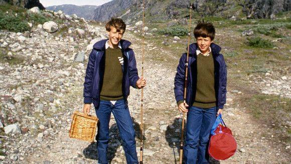 Dagens billede – Frederik og Joachim på fisketur med mor og far (1982)
