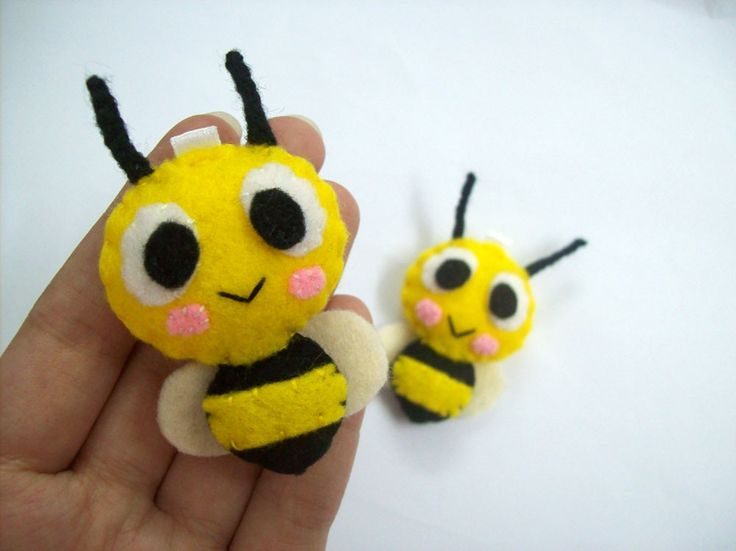 *FELT ART ~ Insect Bee Keychain/Phone Charm/Magnet - Buzzie, Bebee.