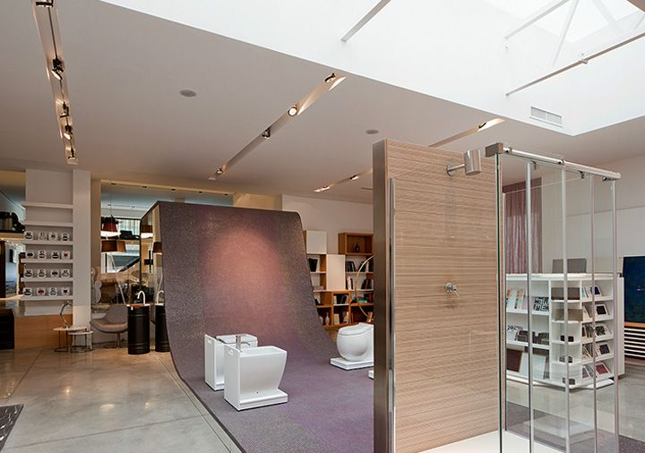 Spazio design showroom by zero architetti catania for Showroom carrelage paris