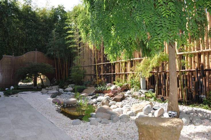 Jardin japonais à Enghien les bains. Après transformation.:  de style  par Taffin