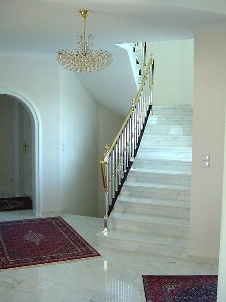 """Bent u op zoek naar een """"authentieke"""" witte / grijs gevlamde marmer? Dan is de Bianco Carrara C misschien wel precies wat u zoekt. Deze prachtige marmer is vooral bekend uit trappenhuizen in monumentale panden en andere stijlvolle gebouwen. Dit is gewoon schitterend!"""