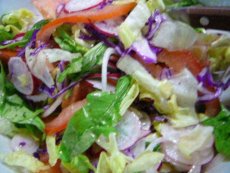 ensalada de rabanito rucula cebolla lechuga tomate y repollo colorado lombarda