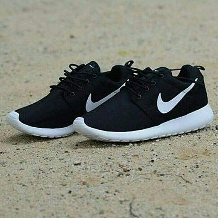 Hobi running kak?  Ga usah ragu yukksss kak.. Nike Rosherun passs banget.. Harga terjun bebas ya kakkkkk  Nike Rosherun  Harga : 170.000,- Size : 39 - 45 Picture yang kami upload adalah hasil real picture ***Happy Shopping***  Fast Respons : LINE@ : http://line.me/ti/p/%40tokobelibeli Instagram : @tokobelibeli  #nike #nikerosherun  #nikerosherunmurah  #nikerosherunmurmer  #sepatumurah  #sepatunike  #sepatunikerosherun  #jualsepatu #gradeori #onlineshop  #reseller  #onlineshopmurah