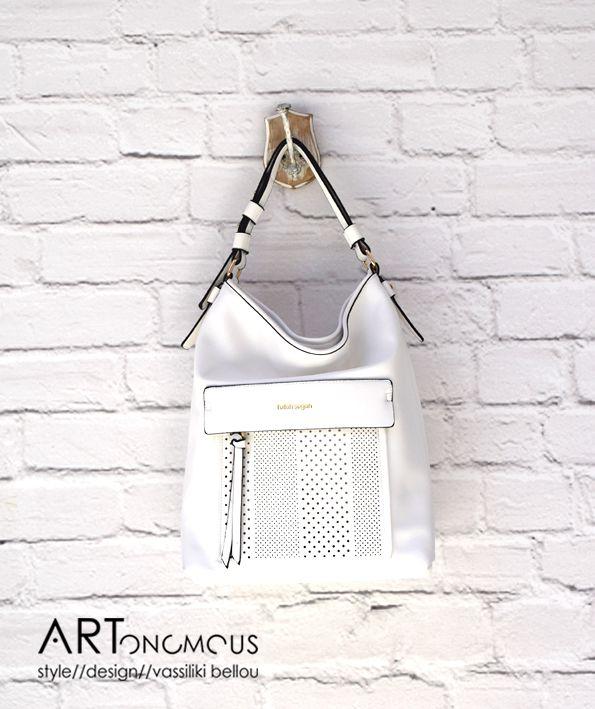 Λευκή τσάντα ώμου // artonomous.gr