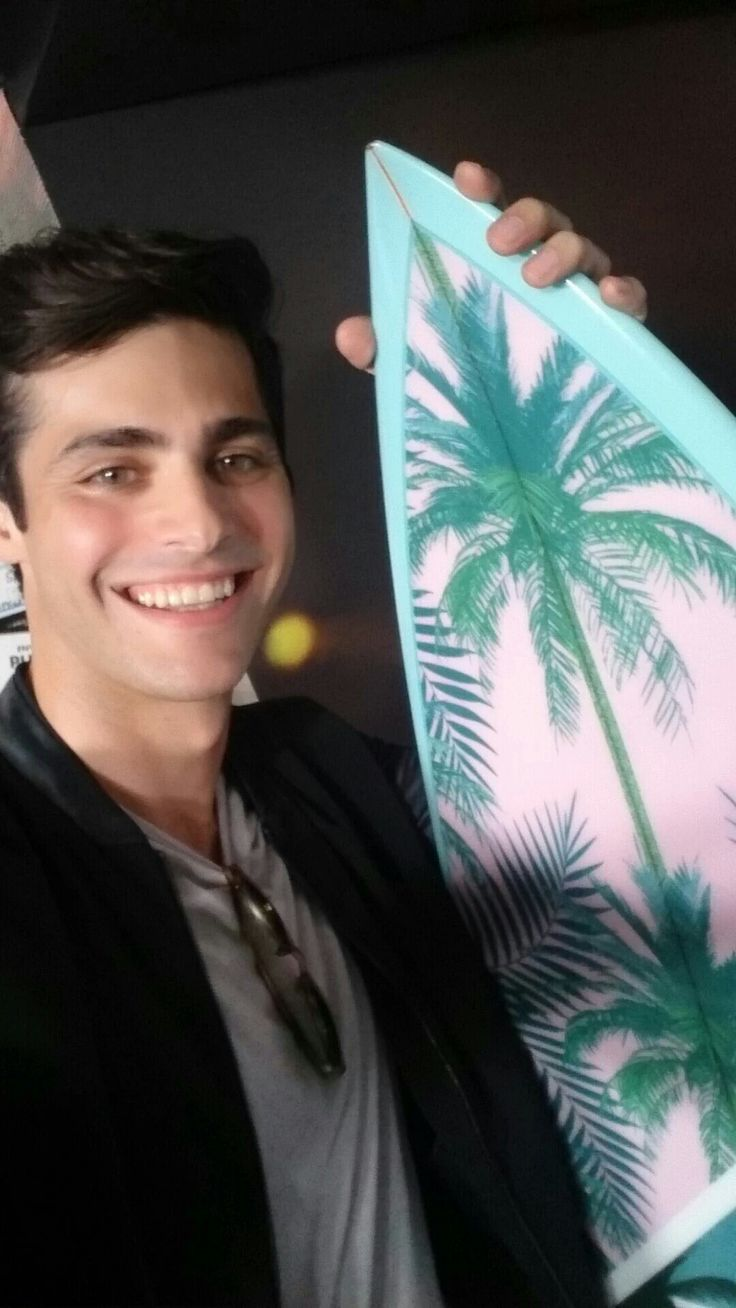 Matthew Daddario looking handsome at Teen Choice Awards 2016 where he won Choice TV Breakout Star.. look at that smile! Love him so much