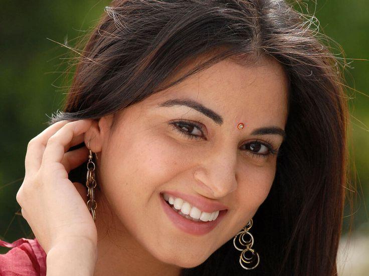 Shraddha Arya Biography, Age, Weight, Height, Friend, Like, Affairs, Favourite, Birthdate
