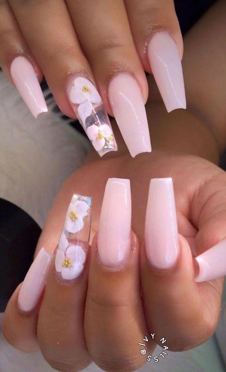 Ballerina Nägel. Nackte rosa Nägel. Blumennägel. Acrylnägel. Frühlingsnäge … – Sargnagel