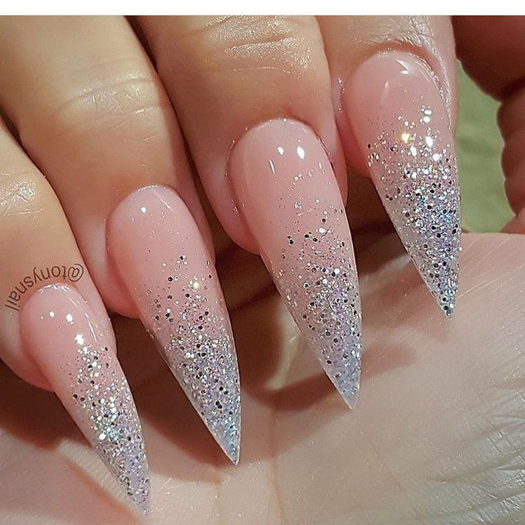 Блестящие острые ногти фото