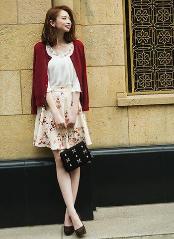 ローズ柄スカート+白ブラウスのキレイめ可愛いコーデ | 花子