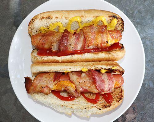Hot-dogs farcis enrobés de bacon