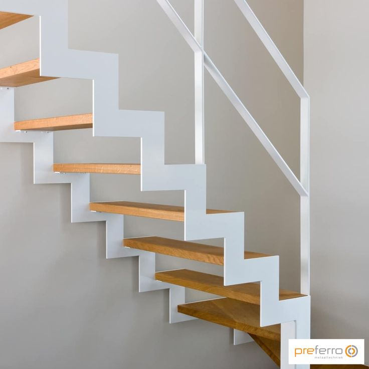 25 beste idee n over houten treden op pinterest - Witte houten trap ...