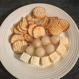 Eating Yourself Slim: Cheese & Crackers