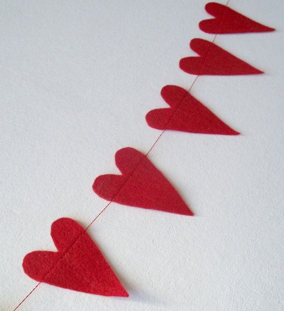 Such a nice decoration; I have one, and I'll use it for years to come!    Valentine's Day Red Felt Heart Garland  25 by livedelightfully