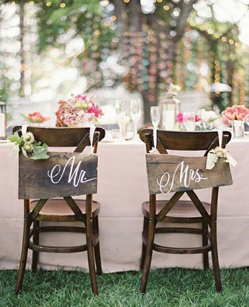 A Wedding Style Trend We're Loving Right Now: Cross-Back Chairs