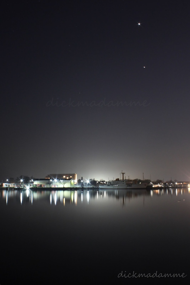 Wilhelmshaven bei Nacht  (my town at night)
