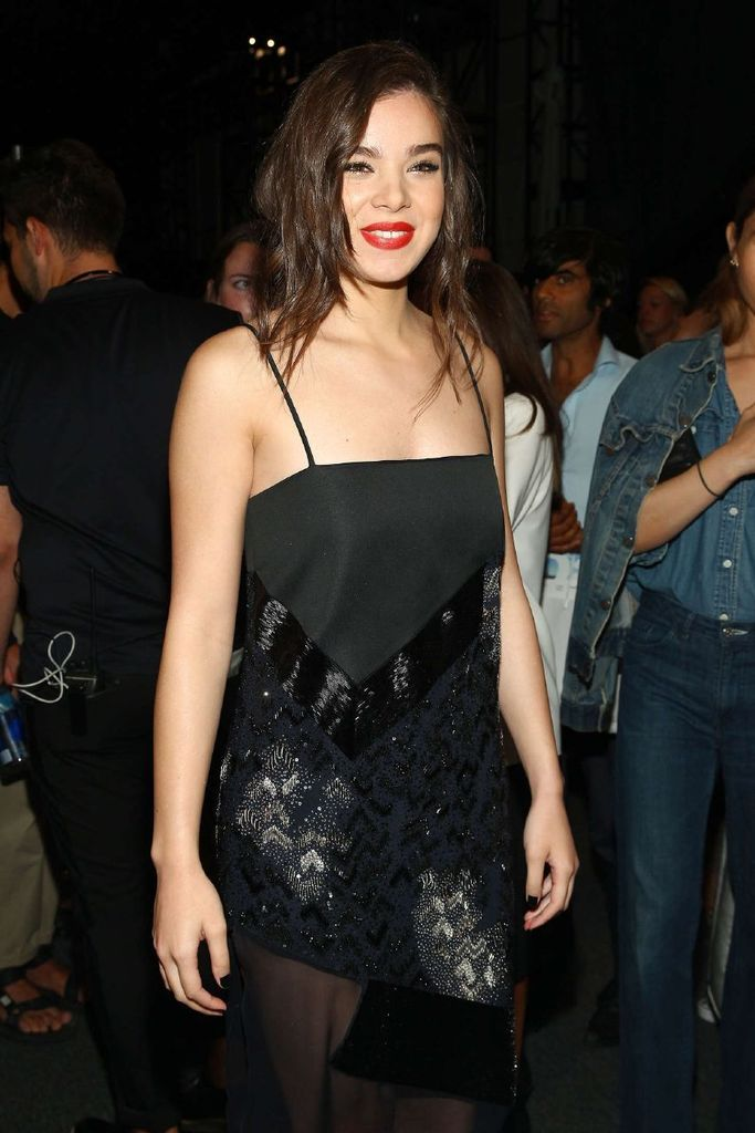 Hailee Steinfeld – Prabal Gurung Fashion Show Spring : Global Celebrtities (F) FunFunky.com