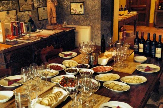 #Benanti werd door de #GamberoRosso #wijngids in 2007 uitgeroepen tot #Italiaanse #Winery of the Year en staat in de Top 100 Winery of the Year van het Amerikaanse Wine & spirtits tijdschrift in 2012. Haar beperkte productie van bekroonde wijnen wordt geserveerd in geselecteerde restaurants over de hele wereld.