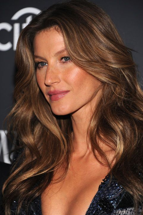 To Celebrate Gisele Bundchen's Contract with Pantene Her Best Recent Hair Moments