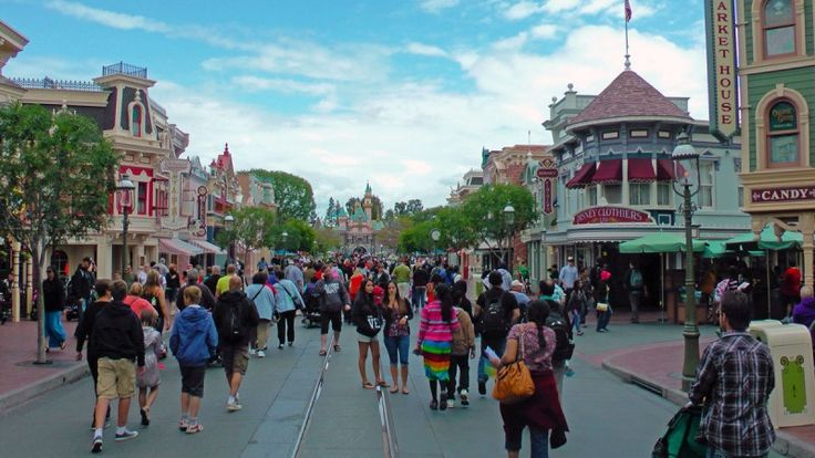 Best Time to Visit Disneyland in 2016 & 2017