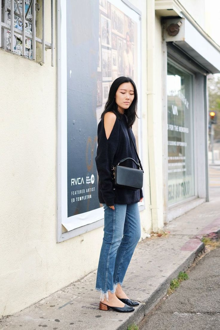 These bloggers prove you can never go wrong with a trusty pair of jeans. We've rounded up seven easy denim looks to that'll have your out of the house in no time! Match a cold-shoulder knit with a...