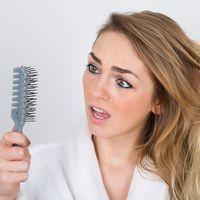 Je perds mes cheveux : quelles causes possibles ?