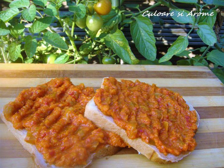 <p>Ingrediente:+–+2+kg+gogonele+verzi+–+2+kg+gogosari+–+1+kg+morcovi+–+1+kg+ceapa+–+400+ml+ulei+–+800+ml+suc+de+rosii+–+sare+si+piper+dupa+gust+Mod+de+preparare:+Pentru+ca+am+multe+rosii+in+gradina+si+pentru+ca+a+venit+frigul+…</p>