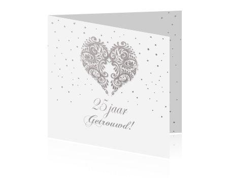 Huwelijksjubileum 25 jaar getrouwd uitnodiging hart zilver