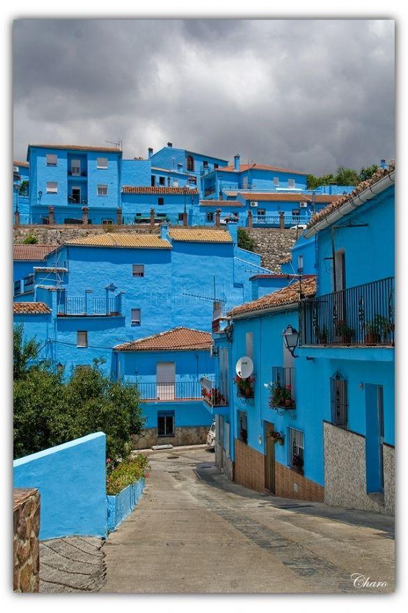 """Júzcar Málaga en Espana. Este parece como la pictura que yo pinned de Moroco. Me hace pensar sobre la letra de """"Azul"""" por Eiffel 65."""