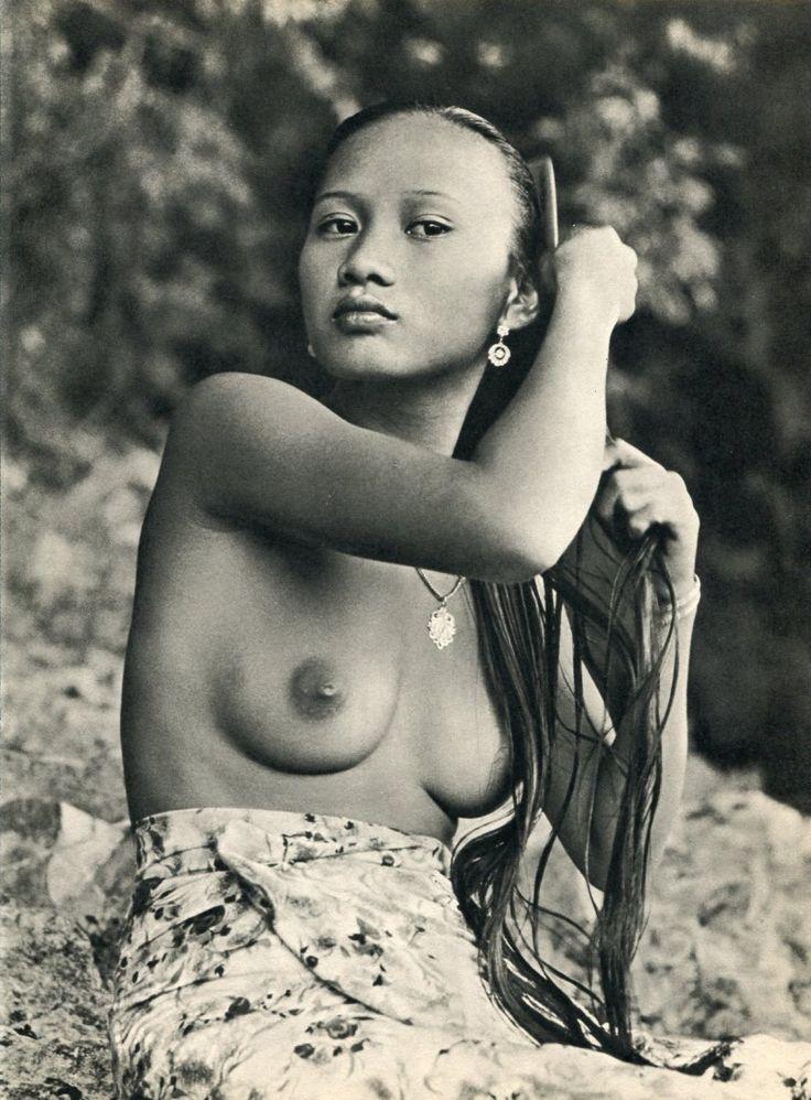 oldalbum:  K. F. Wong - Iban Woman, Borneo, 1960