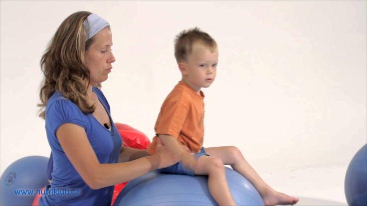 Cvičení s dětmi - 5. cvičení: SED NA LABILNÍ PLOŠE