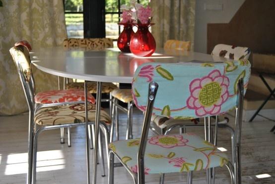 Silla tapizadas de diferentes colores sillas y sillones for Sillas tapizadas colores