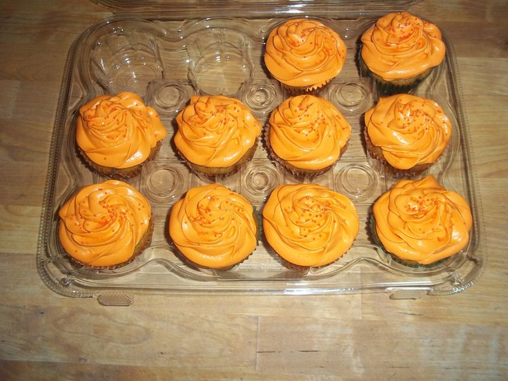 Pumpkin spiced cupcakes topped with whipped cream cheese frosting and ...