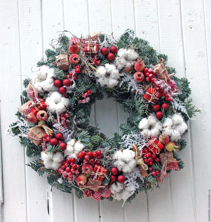 Купить Рождественский венок из натуральной хвои - комбинированный, красный, белый, хвоя, венок на ддверь