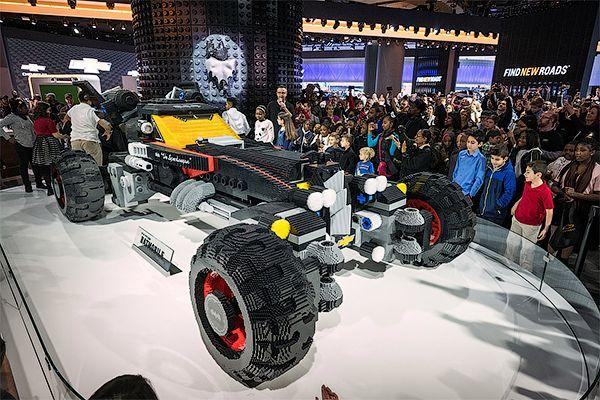 Из344 тысячкубиков Lego собрали пятиметровый Бэтмобиль — Пульс — Motor