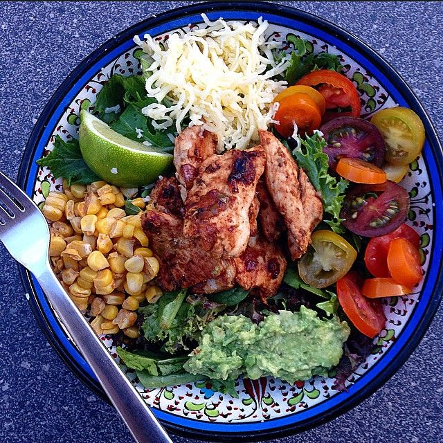 """""""#iqs Chicken Burrito Bowl for dinner tonight. Chicken grilled in chilli, garlic, paprika and coriander, freshly roasted corn off the Cobb #delish #iqs8wp…"""""""