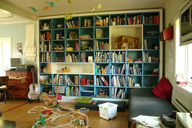 Book shelves made by milk boxes  - bokhylle av melkekasser (home of Heike Schmidtko og Andreas Wenk)