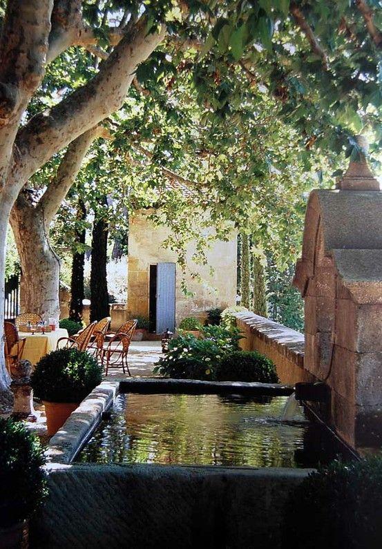 Arbre et fontaine