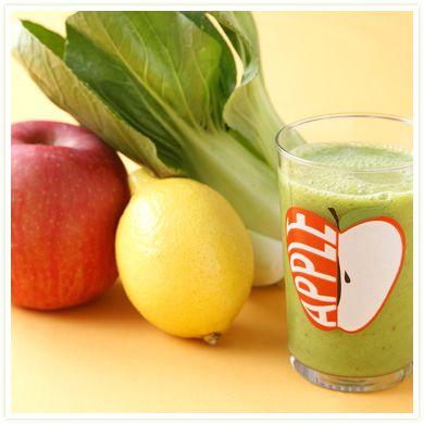 1/2 apple, 1 banana, juice of 1/4 lemon, a bunch (1/2 pack) of pak choi and 150ml water ---------------- 黄金バランスベーシックスムージー(グリーンスムージーをはじめよう) りんご 1個、バナナ2本、ほうれん草 1/4パック(50g)、水 2カップ