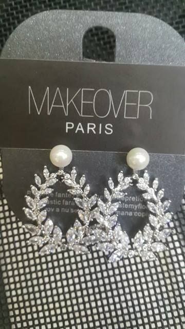 Earrings with a pearl. Makeover Paris, produse, cosmetice, bijuterii. #jewelry #jewels #fashion #gems #accessories #beautiful #stylish