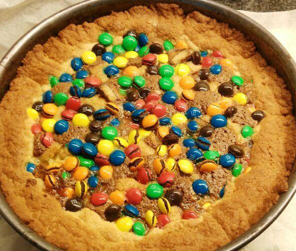 Toevoegen aan mijn receptenDeze taart heeft het beste van twee werelden: het lekkerste koekjesdeeg in combinatie met de heerlijkstechocolade! Daarbij komt ook nog dat het super eenvoudig is om te maken! Je maakt zelf de bodem en de vulling, wat ervoor zorgt dat het een echte zelfgemaakte taart is. Kijk voor meer heerlijke taarten bij …
