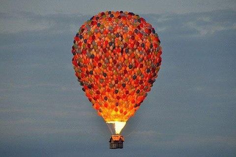 Disney membuat balon udara berbentuk rumah dan Balon2 terinspirasi film animasi Up