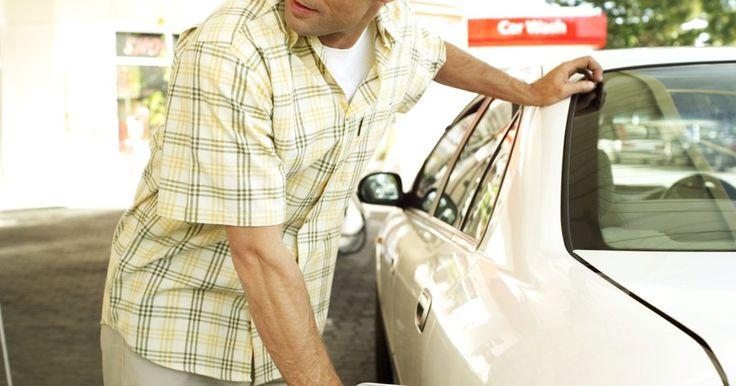 9 maneiras de melhorar a eficiência do seu combustível. Com a gasolina a preços elevados e crescentes, a eficiência do combustível está na mente de todos. Melhorar sua economia de combustível não é bom só para o seu saldo no banco. Ao reduzir a quantidade de combustível que você usa, você estará reduzindo as emissões de carbono nocivas geradas ...