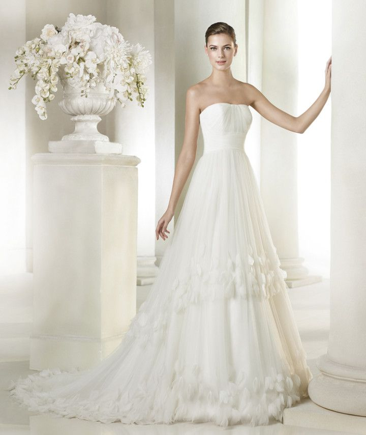 We love this delicate A-line gown from the San Patrick 2015 Bridal Collection.