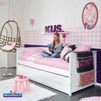 Bedbank met logeerbed en speelgoedladen