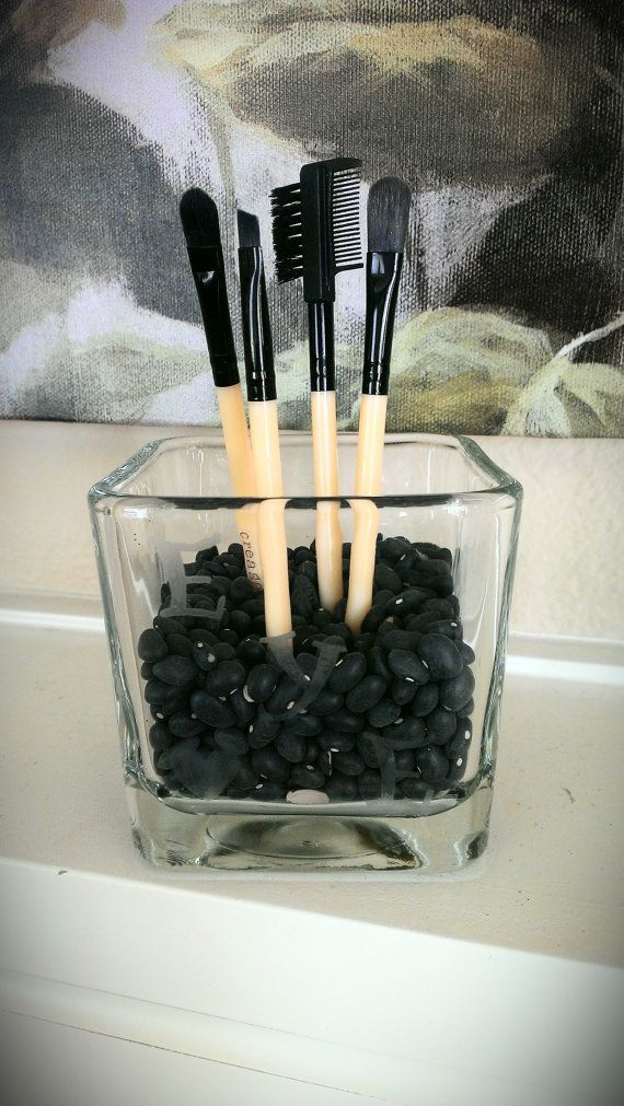 29 Cool Makeup Storage Ideas For Small Spaces I really gotta get my vanity desk under control. :-(