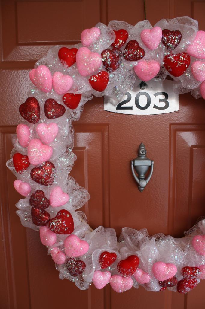 DIY {Dollar Tree} Valentine's Wreath